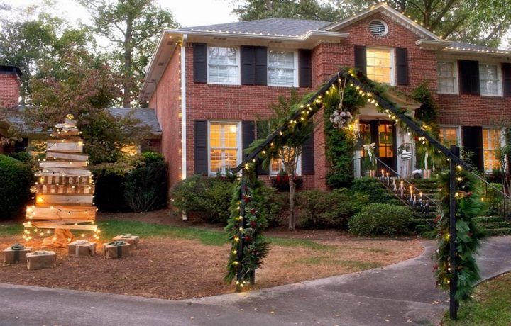 How to Decorate Your Yard for the Upcoming Holidays