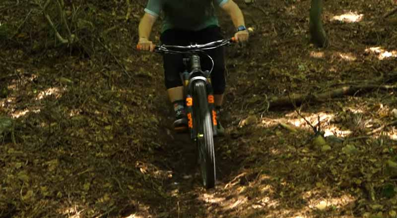 Basic Way to Ride Steep Chutes on Mountain Bike